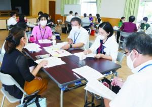 「多職種連携」をテーマに課題を話し合った南部地域子ども支援net=18日、瀬戸内町