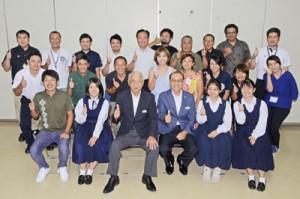 高校生3人を含む民間委員19人を迎えたたつごうみらい会議=24日、龍郷町役場