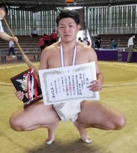 西日本学生相撲個人体重別選手権大会の85㌔未満を制した豊田(提供写真)