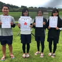 部員全員が九州大会の出場権を手にした大島北(左から)當、吉山、池田、常田(提供写真)