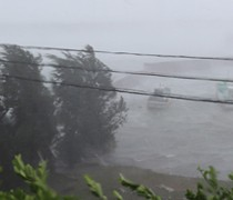 台風が直撃し、暴風が吹き荒れた喜界島=6日午前9時半ごろ、喜界町の小野津漁港