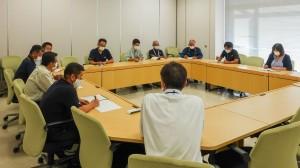 今後の対応策などについて協議した喜界町新型コロナウイルス感染症対策本部の会議=6日、町役場