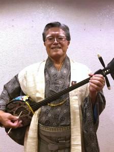 大島紬姿で準優勝の名演を見せた福山さん(日本民謡協会提供)