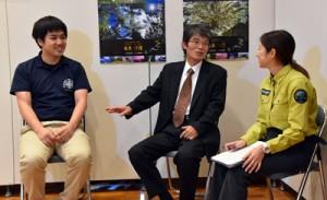 対談した服部さん(中央)と平城さん(左)=25日、大和村の奄美野生生物保護センター