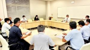 40代女性の感染が報告された喜界町新型コロナウイルス感染症対策本部の会議=7日、町役場