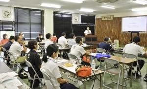 一般社団法人イモーレ秋名の村上裕希代表が事例発表した総会=6日、奄美市名瀬