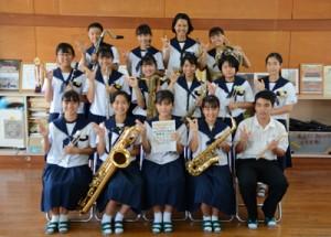 日本管楽合奏コンテスト全国大会へ出場する朝日中学校吹奏楽部=6日、奄美市名瀬