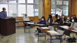 奄美大島で新型コロナ感染拡大時もサービスを維持する目的で発足した「介護サービス提供継続支援チーム」による初の研修会=28日、奄美市名瀬
