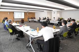 外海離島災害廃棄物広域処理検討委員会の初会合=17日、奄美市役所