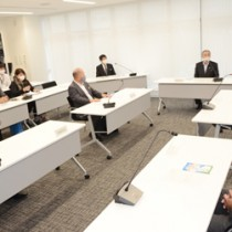 共同メッセージの発信を決めた奄美大島新型コロナ対策本部会議=6日、奄美市名瀬