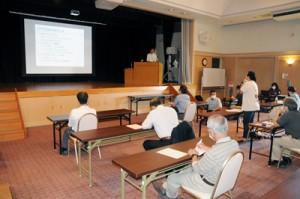群島での研究成果報告などがあった鹿大の奄美群島島めぐり講演会=7日、知名町フローラル館