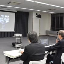 委員らがオンラインで参加した奄美ドクターヘリ運航調整委員会=5日、奄美市名瀬の県立大島病院