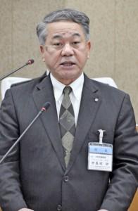 12月定例会で来年の村長選への立候補を表明した伊集院幼氏=14日、同村議会議場