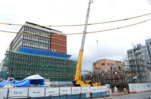 市民広場整備が進む奄美市庁舎の建設現場=14日、同市名瀬