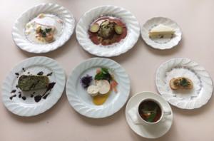 奄美高校レストランで提供された生徒考案のフルメニュー(同校提供写真)