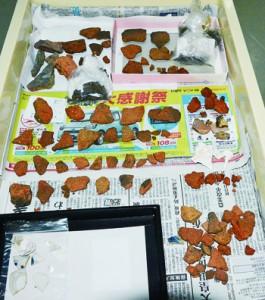 和泊町で発見された城当遺跡の出土品=18日、同町歴史民俗資料館