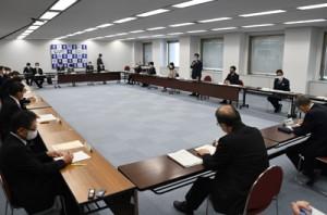 感染拡大警戒基準の「ステージ2」継続を確認した県の対策本部会議=11日、鹿児島市
