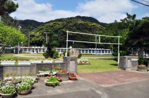 廃校が決まった久慈小中学校(2016年3月撮影)