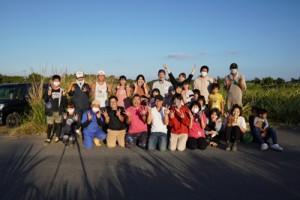 「おおきなWA村」で集まった植え付けボランティア=11月21日、東村(提供写真)