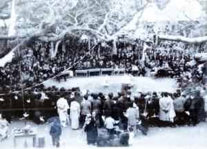 1960年以前とみられる知名町徳時の「二十日正月」の相撲大会(提供写真)=年代不明、四並蔵神社