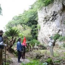 受講生が与論島の歴史や文化など地域の魅力を紹介したエコツアーガイド育成研修会=30日、与論町城