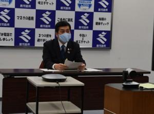 九州地方知事会のオンライン会議に臨む塩田知事=6日、鹿児島市の県庁