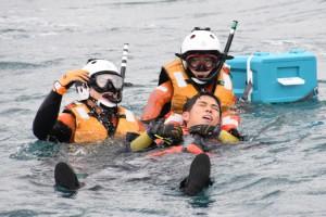 名瀬港で行われた奄美海保の年頭訓練=7日、奄美市