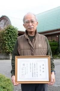 ヨロンパナウル王国観光大使に任命された古川さん=15日、与論町那間