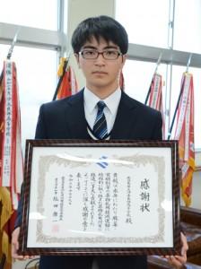 薬物乱用防止を推進する活動で県から感謝状が贈られた沖永良部高校の島生徒会長