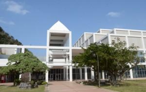 基本型接種施設の奄美ワクチンセンターが設置される奄美文化センター=奄美市名瀬
