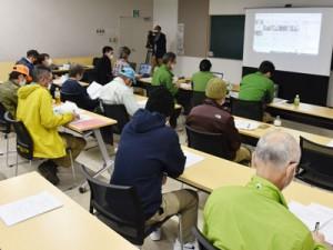 新たな防除実施計画について協議した検討会=15日、奄美市名瀬