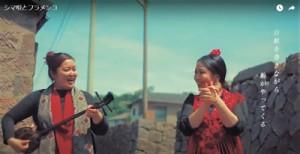 永さん(左)の島唄に合わせ、フラメンコを踊る德田さん=動画サイトより