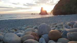 TBSドラマ「天国と地獄」で、呪いの石がある海岸として登場した瀬戸内町蘇刈のホノホシ海岸(資料写真)
