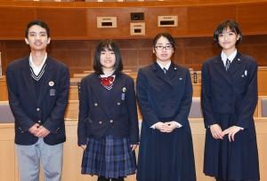 奄美から参加した(右から)要田さん、森田さん、濱田さん、有川さん=9日、鹿児島市