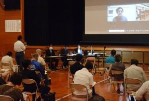 海洋教育について講演やトークセッションがあったシンポジウム「海から考える与論島の未来」=17日、与論町