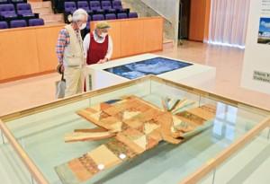 ノロ装束をデザインの視点から見直す「デザインミュージアムボックス展」=6日、宇検村