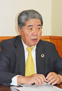 和泊町長選挙への立候補を表明した末川国弘氏=8日、和泊町