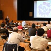 闘牛肉の肉質分析結果などが報告されたセミナー=1日、徳之島町亀津