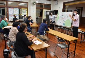 住民らが取り組みを進めた野良猫調査の報告会=27日、奄美市名瀬有屋町