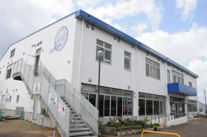 新たにコミュニティーFM放送局のスタジオ開設を予定している「せとうち海の駅」=瀬戸内町古仁屋