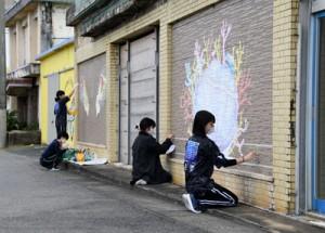 平土野アートPが再始動 徳之島高美術部が壁画制作 新年度はフォトコン、商品券発行も 天城町
