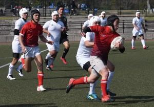 大島高と甲南高のラグビー部員が試合を通じて交流を深めた「龍野カップ」=14日、鹿児島市の県立サッカー・ラグビー場
