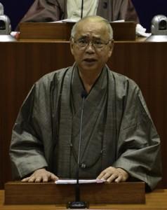 2期目を目指し町長選への立候補を表明した竹田泰典氏=18日、龍郷町