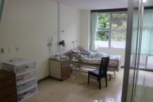 新設された介護医療院の準個室(提供写真)