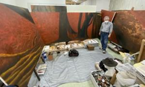 奄美の巨木を描いた大作「鼓動」の一部=14日、奄美市名瀬