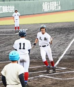 3回に本塁打を放った武田=4日、鹿児島市の平和リース球場
