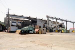今期の原料搬入を終えた南栄糖業=4月30日、沖永良部島