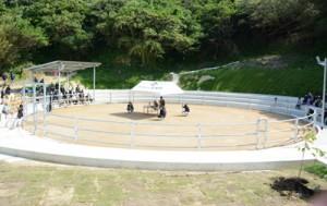 改修を終えた花徳闘牛場=2日、徳之島町花徳