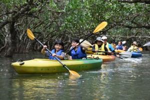 世界自然遺産登録後も奄美観光の目玉として多くの観光客の利用が見込まれるマングローブでのカヌー探検=奄美市住用町(資料写真)